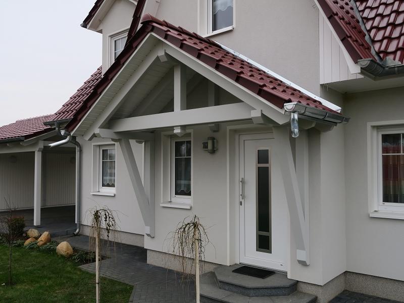 Vordächer mit sichtbarer Holzschalung