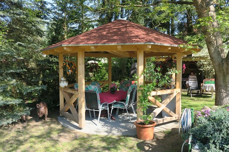 Gartenpavillon acht- und sechseckig mit Andreaskreuzen